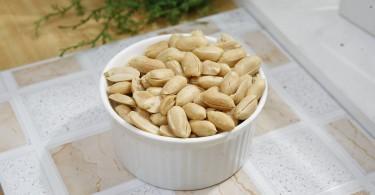Curare l'allergia arachidi mangiando arachidi dai primi mesi di vita!